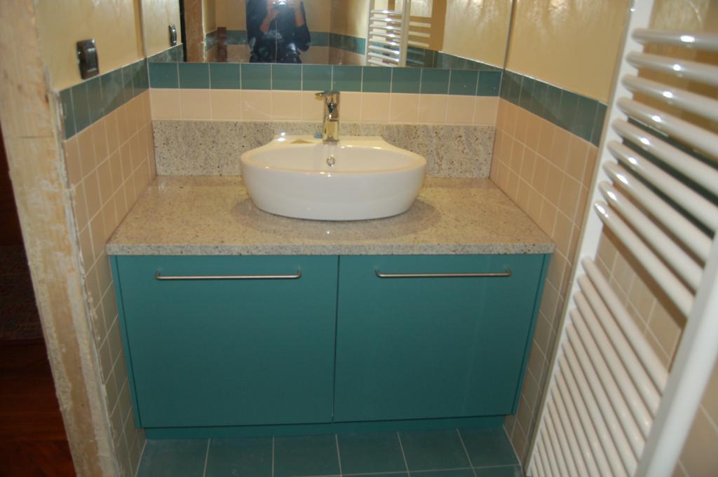 Pin per cucina blu e bianca una tenda davvero - Nicchie in bagno ...